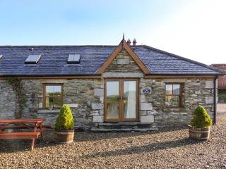 DAFFODILL COTTAGE, open fire, enclosed courtyard with furniture, stunning views, Ref 914880 - Tinahely vacation rentals