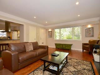 Victoria 2 Bedroom Private Home With Large Garden Short Walk to Oak Bay Shops - Victoria vacation rentals