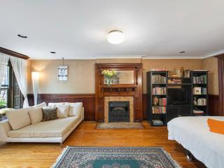 Beautiful Bedroom in Historic Townhouse - New York City vacation rentals
