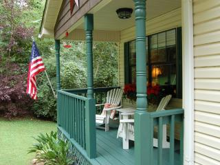 Ridgecrest Cottage - 10 minutes from downtown! - Chattanooga vacation rentals