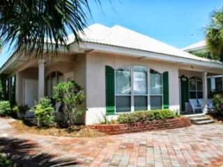 Emerald Villa! Family friendly beach house! - Destin vacation rentals