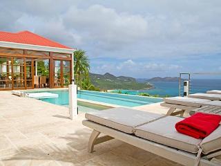 Gentle ocean breezes with amazing views over the Bay of St Jean WV DSA - Saint Jean vacation rentals