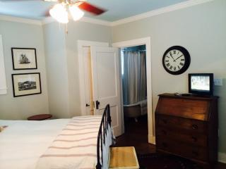 Guest House Bedroom and Bath - San Antonio vacation rentals