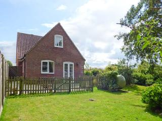DAMSON LEA, pet friendly, country holiday cottage, with a garden in Worstead, Ref 2301 - Hemsby vacation rentals