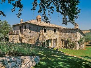 Marvelous Villa Ada offers panoramic views, raised terrace and pergola - Perugia vacation rentals