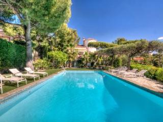 Elegant 1940s Villa Cana Cassis has pool, terrace & views - 3 mins to the beach - Le Beausset vacation rentals