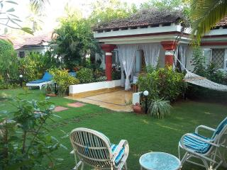 Charming 2-bed villa, private garden, near beach - Cavelossim vacation rentals