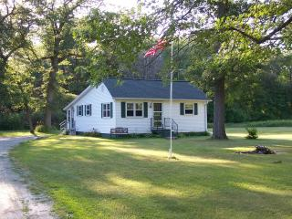 Bay Breeze Cottage - 4 Season Fully Outfitted Vaca - Wisconsin vacation rentals