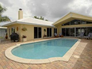 Luxury Waterfront Home, pool & 1 mile to beach - Deerfield Beach vacation rentals