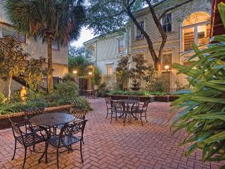 Wyndham Avenue Plaza - New Orleans condo - New Orleans vacation rentals