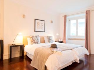 Baixa Deluxe 2bedrooms,AC,Balcony, very central - Alvorge vacation rentals