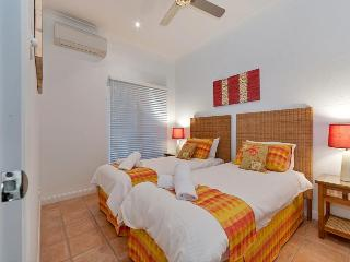 Luz Mar - Short stroll to beach & town centre - Port Douglas vacation rentals