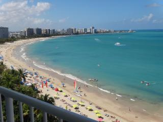 Isla Verde Beachfront.Gorgeous View and Décor.Wifi - Isla Verde vacation rentals