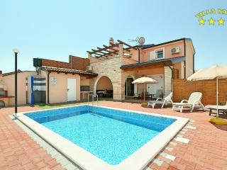 Villa Katy with Pool for 8 Persons in Buje - Zambratija vacation rentals