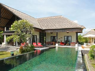 ANAMAYA Bali Lovina 5* luxury beach villa - Dencarik vacation rentals