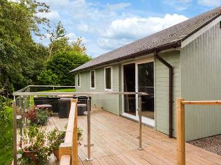 SOLWAY COTTAGE, detached, WiFi, solar underfloor heating, decking with stunning views, in Bowness-on-Solway, Ref 911744 - Carlisle vacation rentals