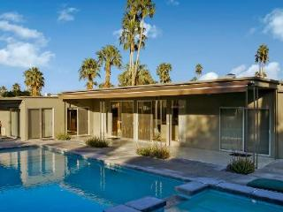 Fairway Modern on golf course boasts a lush private courtyard & saltwater pool - Palm Springs vacation rentals