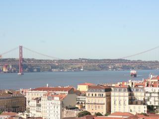 3 Bed / 11people / Balcony and Terrace River views - Lisbon vacation rentals