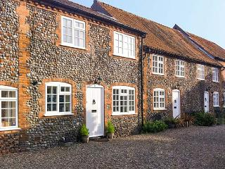 CARPENTERS COTTAGE, family friendly, character holiday cottage in Holt, Ref 904233 - Buxton vacation rentals