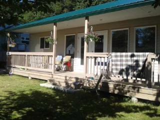 NEW COTTAGE LAKE COWICHAN BC-Hunting/Fishing/Golf - Honeymoon Bay vacation rentals