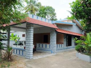 Idyllic Riverside Retreat in Kochi - Vacation Home - Maradu vacation rentals