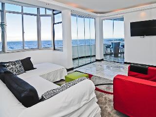 Amazing Beach Front Apartment in Post 5 Of Copacabana - 7 - Rio de Janeiro vacation rentals