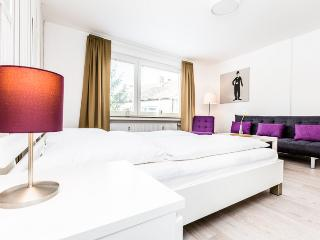 94 Modern Center apartment for 5 in Cologne Deutz - Cologne vacation rentals