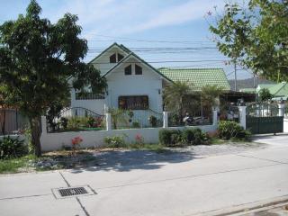 Charming Suk Sabai 1 House close to all. - Sao Hai vacation rentals