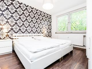 58 Modern apartment for five in Cologne Höhenberg - Cologne vacation rentals
