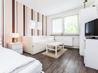 59 Cozy apartment for 3 in Cologne Höhenberg - Cologne vacation rentals