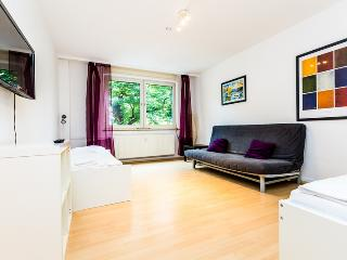 64 Modern apartment for 6 in Cologne Höhenberg - Cologne vacation rentals