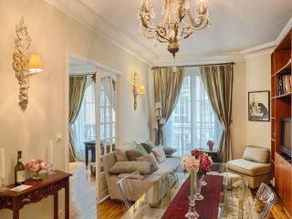 Paris: Le Trésor, Montmartre - luxury 2 bed apt. - Ile-de-France (Paris Region) vacation rentals