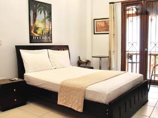 Old City Studio-Balcony, washer/dryer, AC, wifi..! - Colombia vacation rentals