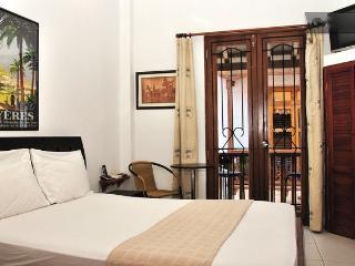 Old City 2 Bedroom: Balconies, AC, washer/dryer! - Cartagena vacation rentals