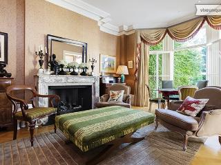 Stunning 5 Bedroom with garden and pool, Goldhawk Rd, Hammersmith - Richmond vacation rentals
