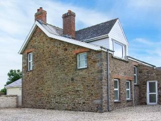 THE GRANGE, ground floor bedroom, two sitting rooms with open fires, enclosed garden, near Little Haven, Ref 914882 - Pembrokeshire vacation rentals