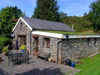BWYTHYN Y WENNOL, detached, all ground floor, parking, garden, in Beddgelert, Ref 915214 - Beddgelert vacation rentals