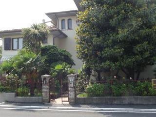 bilocale con giardino o balcone - Sirmione vacation rentals