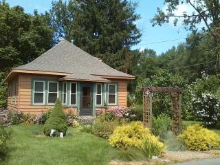 Paradise on James - East Syracuse vacation rentals