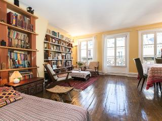 Bright and large 2BR, lively area - P10 - Paris vacation rentals