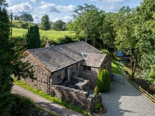 PATTON MILL, detached, WiFi, woodburning stove, feature beams and open stonework, near Kendal, Ref 28221 - Cumbria vacation rentals