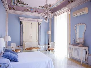 Magnificent House in the center of Valencia   Magnifica Casa en el Centro de Valencia - Valencia Province vacation rentals