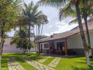 CASA A MENOS DE 30 M DA PRAIA Quartos C/ Ar Condic - Sao Sebastiao vacation rentals