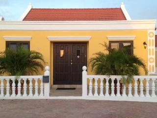 Colourful Cunucu House with pool in Aruba - Paradera vacation rentals