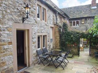 KINGS COURT COTTAGE, heart of town, character cottage, walks nearby in Bakewell, Ref 904647 - Bakewell vacation rentals