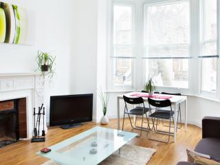 Fantastic  Flat-15 mins To Central  London - London vacation rentals