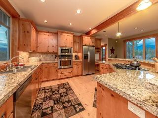 Custom Builders Cabin!  Hot Tub | WiFi | Pet Friendly | *Specials* - Roslyn vacation rentals