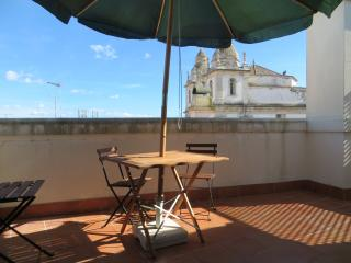 Family house with balcony and PRIVATE PARKING - Cascais vacation rentals