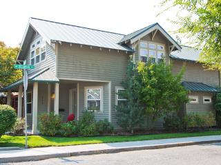 Downtown Bend Vacation Rental Walk Everywhere! - Redmond vacation rentals