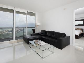 Modern Three Bedroom Apartment in the heart of Downtown - Miami vacation rentals